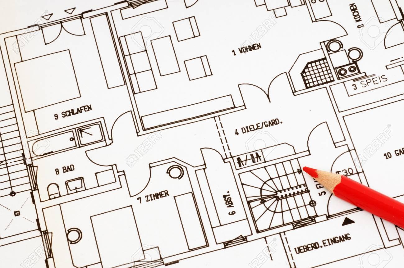 Plan D Action Et Un Crayon Rouge Comme Symbole Pour Les Problemes Buildung Une Maison Banque D Images Et Photos Libres De Droits Image 14238091