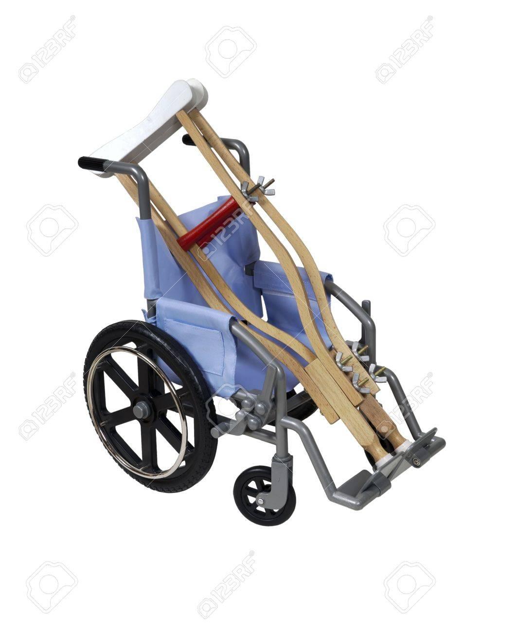 silla de ruedas y muletas