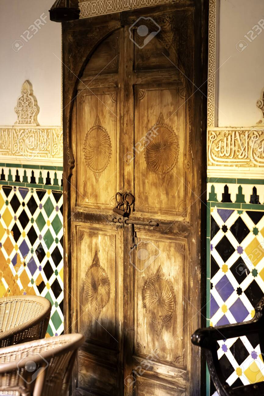 very old rusty padlock on door with arabic carved ornaments - 132005629