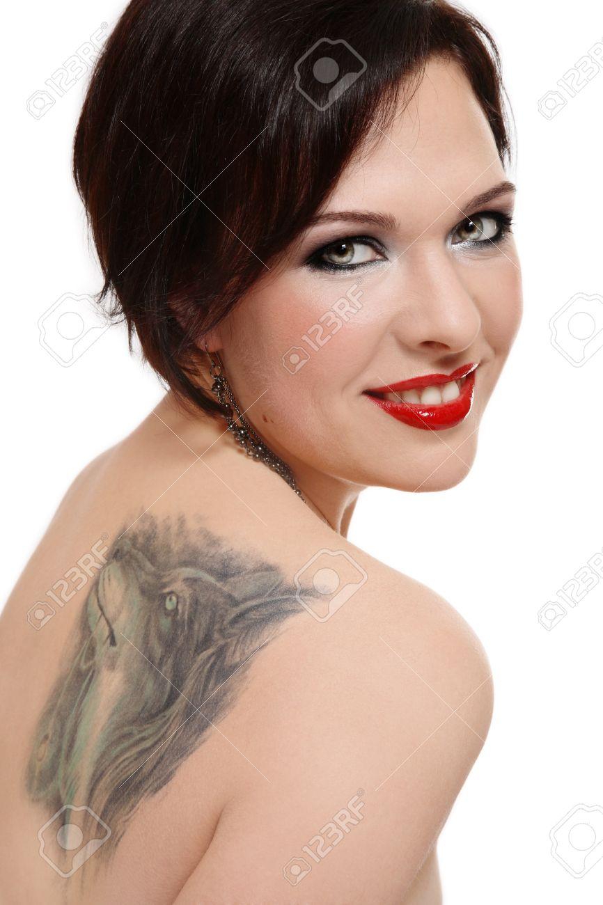 Attractive Femme Souriante Avec Tatouage De Loup Sur L Epaule Banque