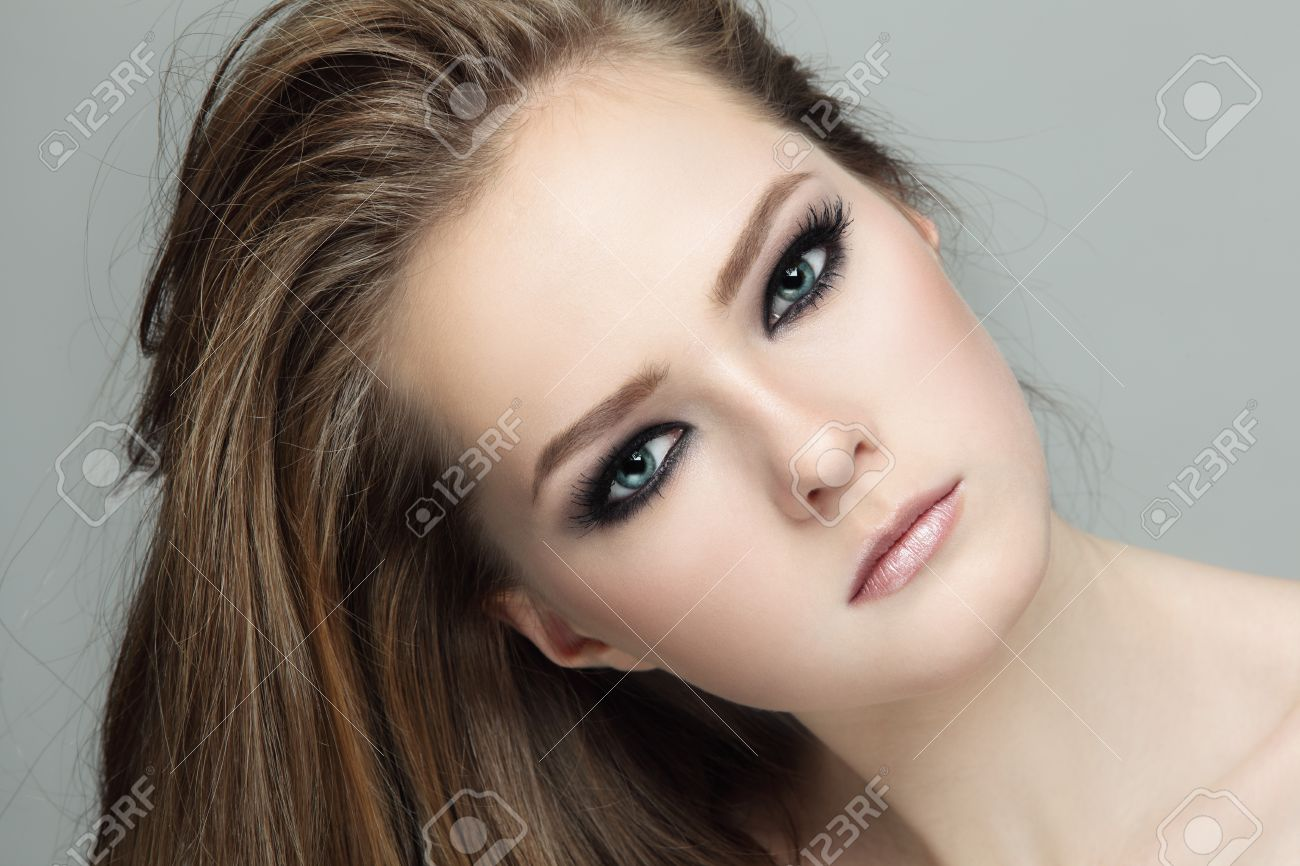Close-up portrait of young beautiful teen girl with smoky eyes make-up - 33153259-Close-up-portrait-of-young-beautiful-teen-girl-with-smoky-eyes-make-up-Stock-Photo