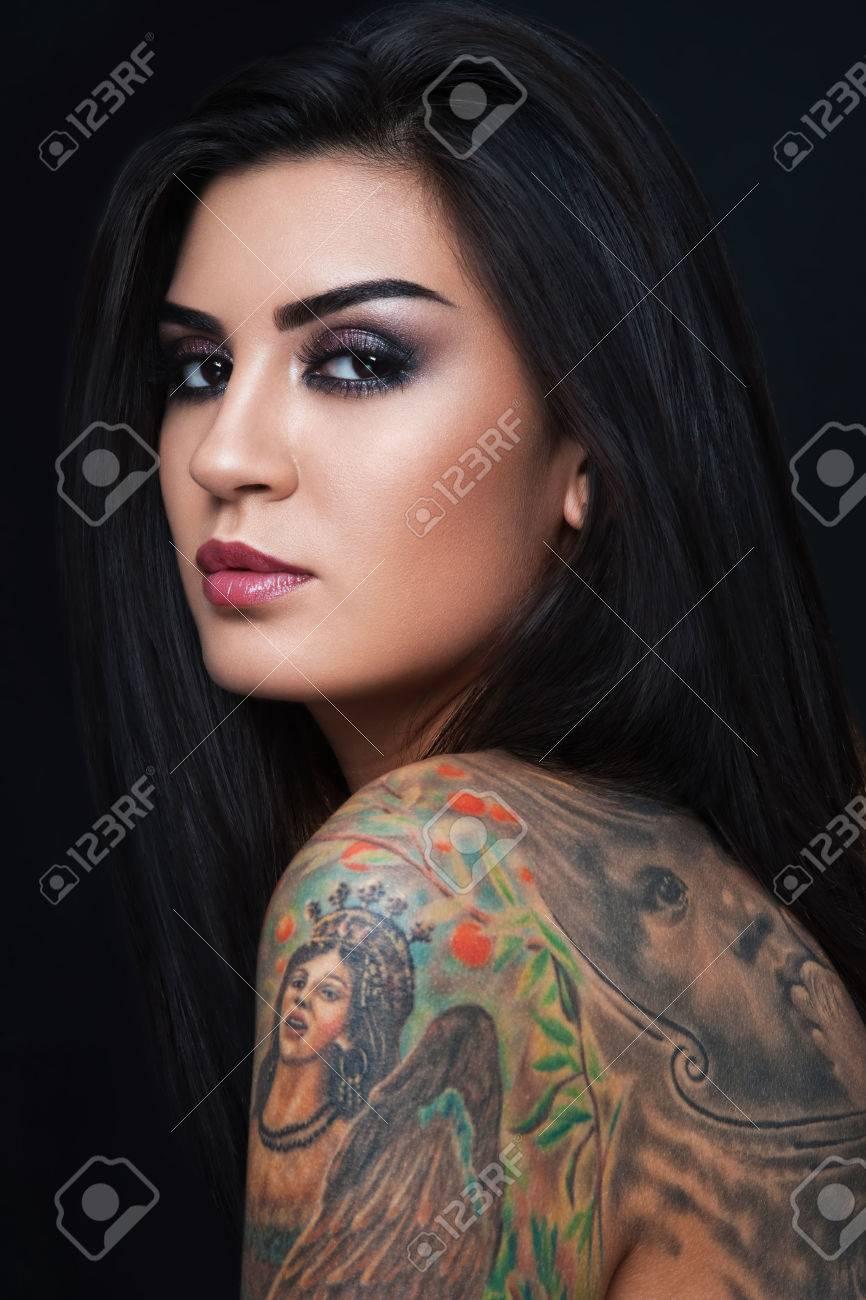 Frau tattoo sexy Category:Nude standing