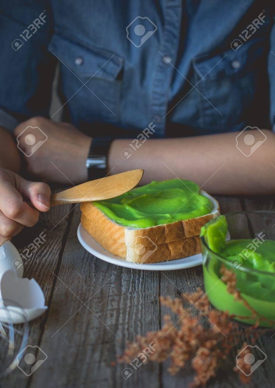 big sale the best stable quality Pausa, caffè con crema pandan alla tostata, colazione semplice e pronta al  consumo in mattinata con pane e crema pasticcera