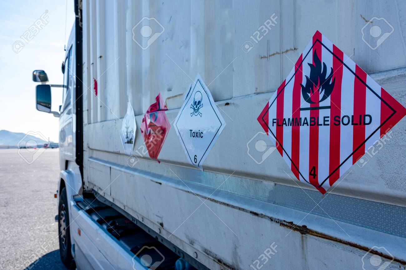 Danger label for the transport of flammable solids - 146521606