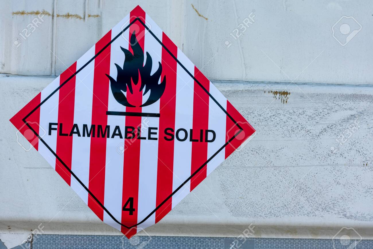 Danger label for the transport of flammable solids - 146521802