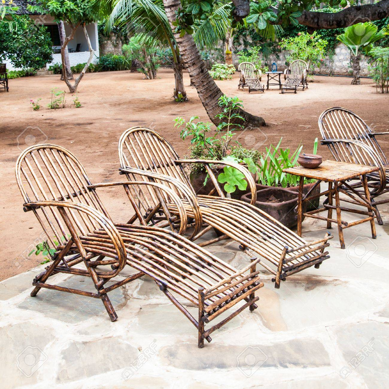 Kenia Elegante Mobel Aus Holz In Einem Afrikanischen Garten Gemacht