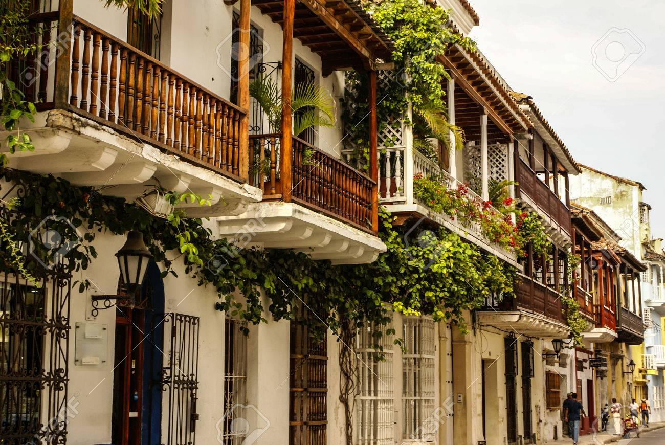 25901725-spanish-colonial-house-cartagena-de-indias-colombia-s-caribbean-zone.jpg