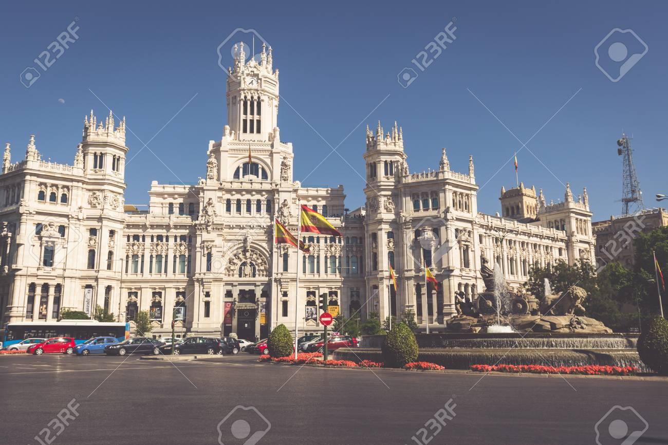 Madrid España 27 De Mayo De 2015 Palacio De Cibeles Y La Fuente En La Plaza De Cibeles En Madrid España