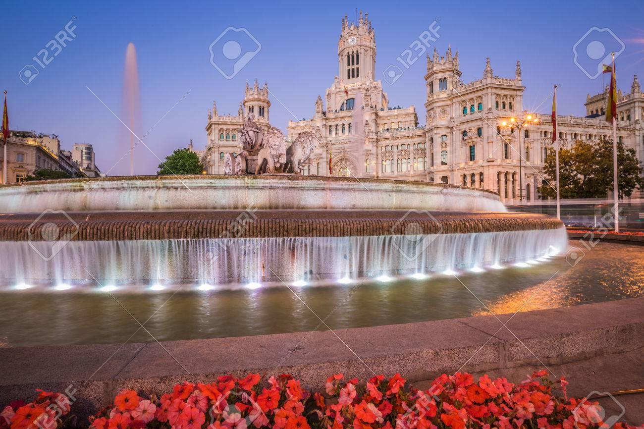 Plaza De La Cibeles Praça De Cibele Agência Central Dos Correios Palacio De Comunicaciones Madrid Espanha