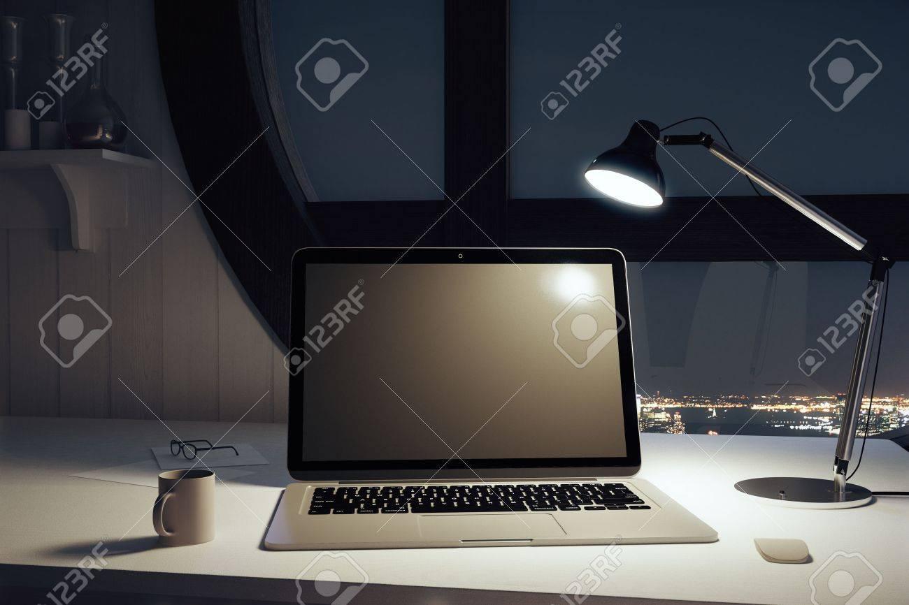 Lampe Portable Nuit Une Tasse Avec De Et Ordinateur Noir Café Blanc Y6yvb7fg