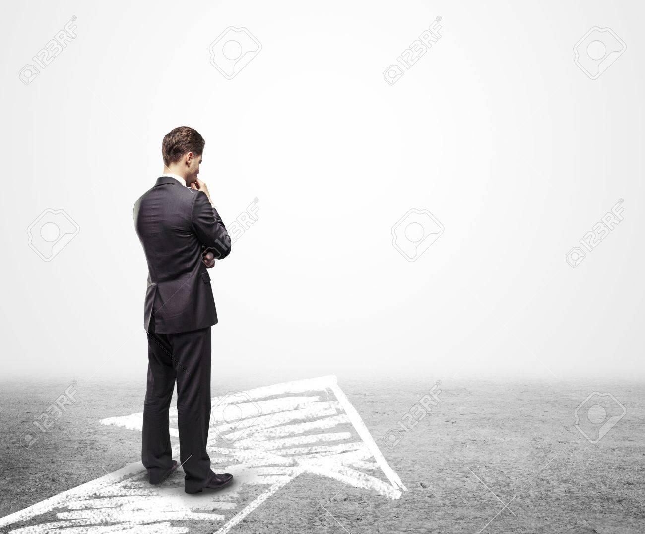Homme d'affaires à la recherche de carrière