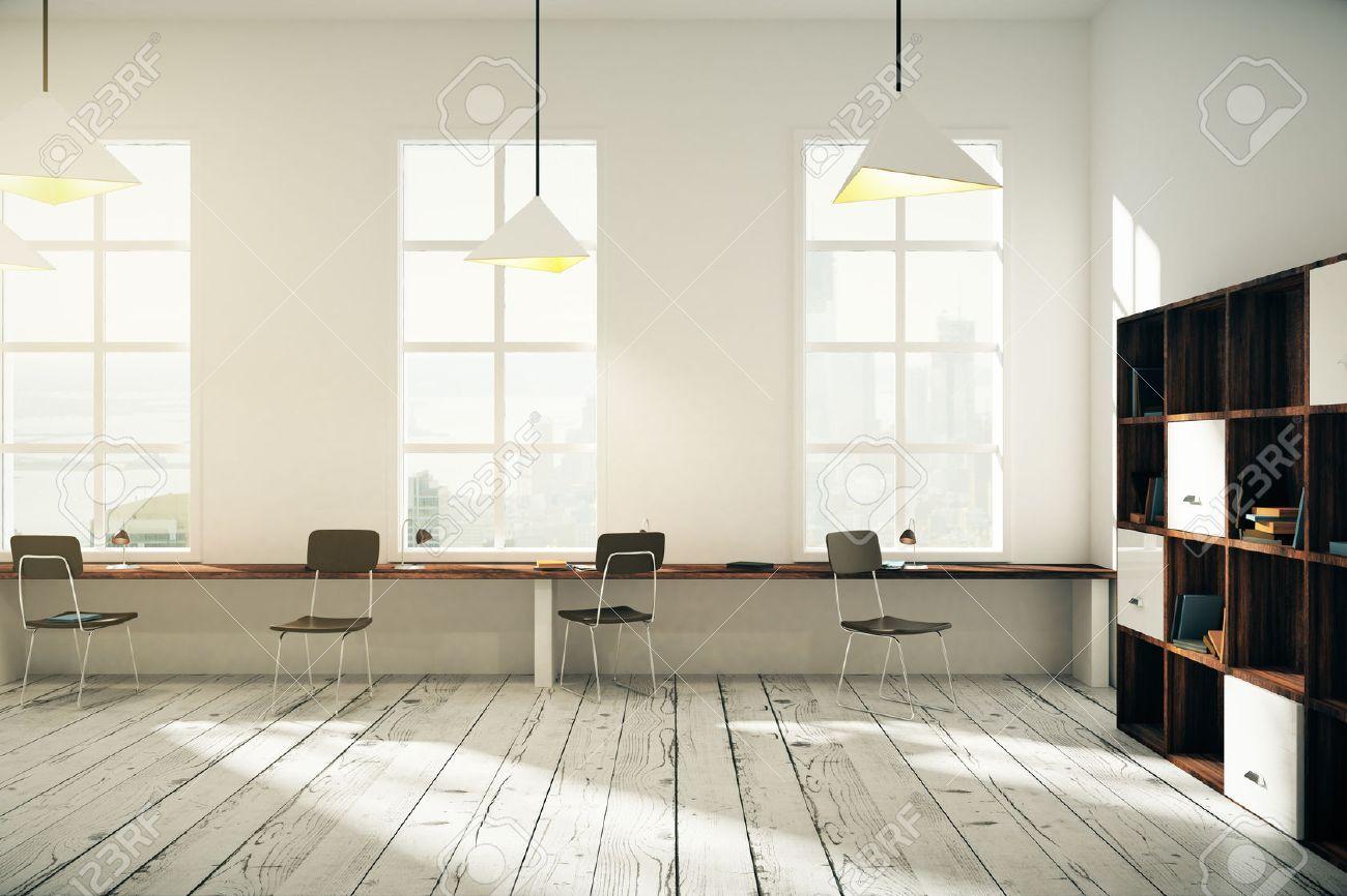 Blanc bureau de coworking design dintérieur avec des fenêtres des