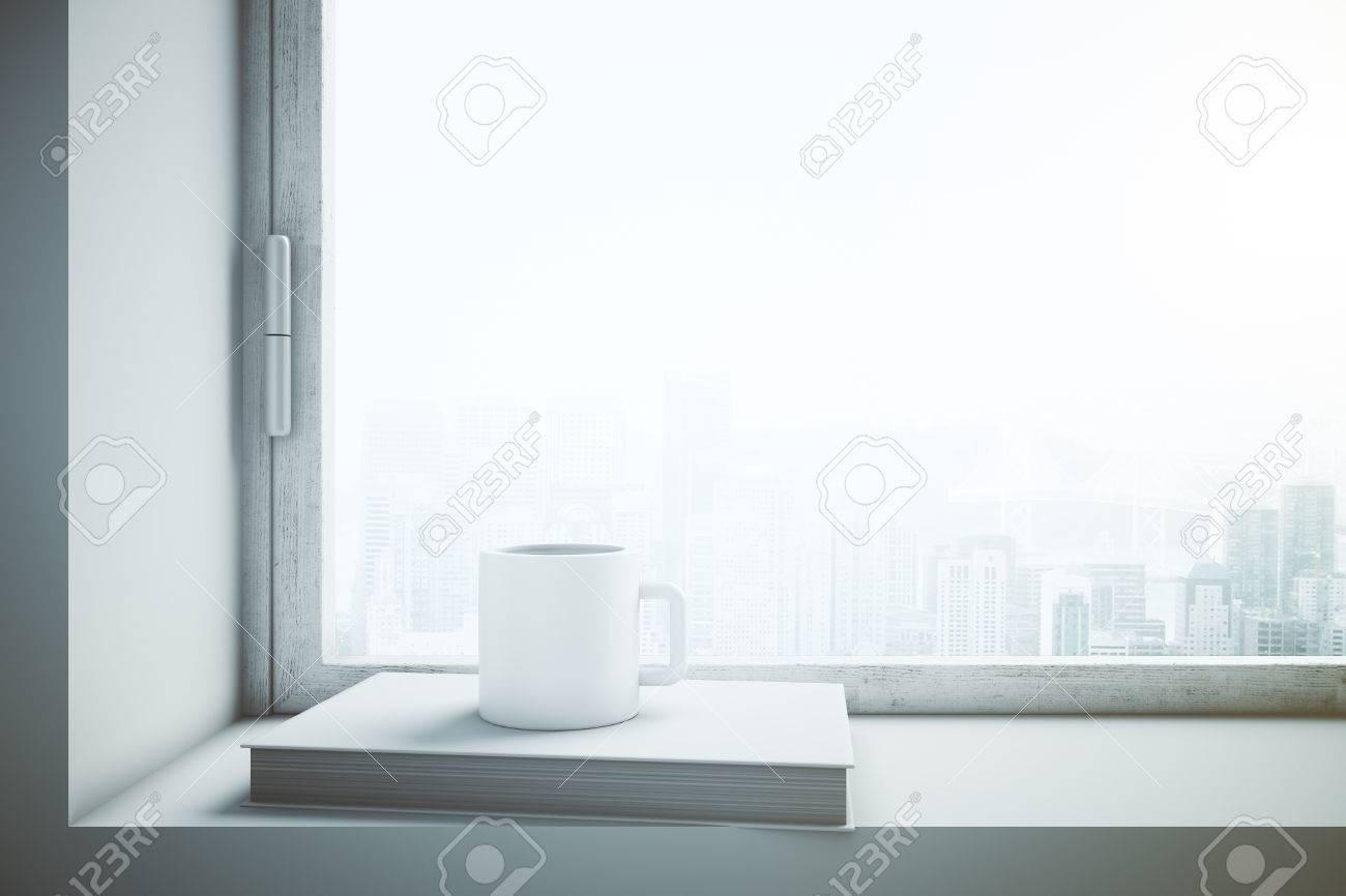 Immagini stock sgabello per finestra con tazza di caffè bianco in
