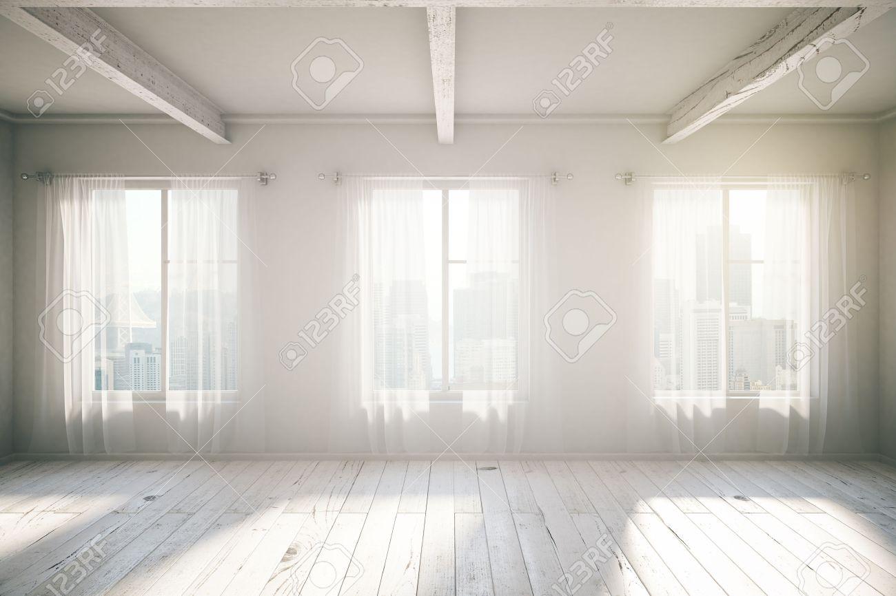 ホワイト ルームのロフトはインター 3 つの窓、木製の床、カーテン ...
