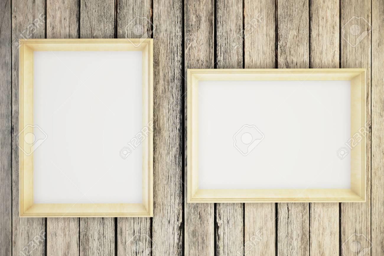 Zwei Leere Bilderrahmen Hängen An Einer Holzwand. Mock Up, 3D Render ...