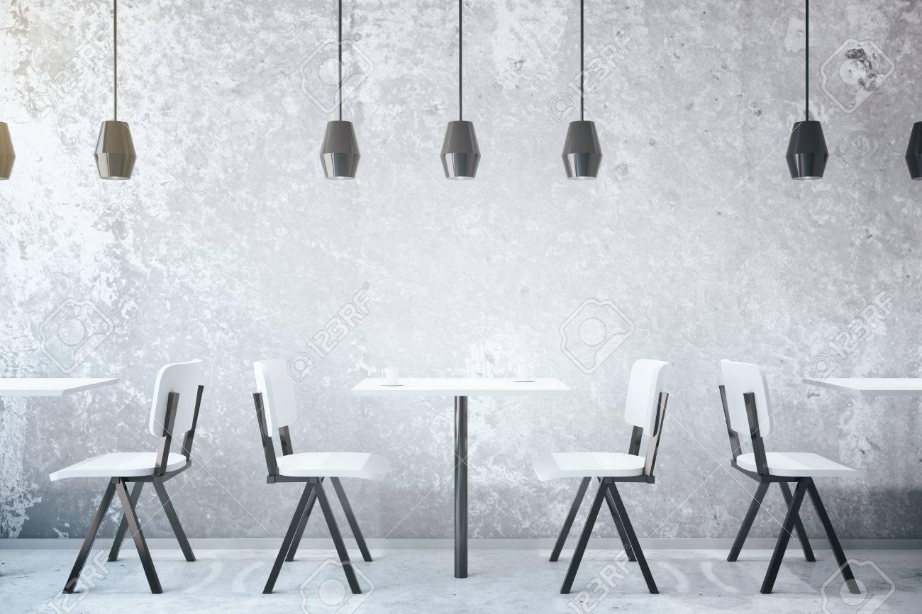 Beton In Interieur : Weiße kaffee tische und stühle in beton café interieur mit