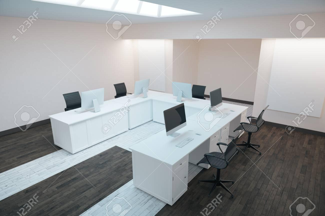 Vue de côté de l intérieur de bureaux moderne avec plancher en
