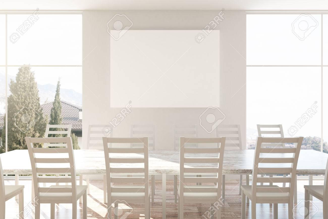 Moderna mesa de cocina y sillas de madera y cartel en blanco.  Representación 3D