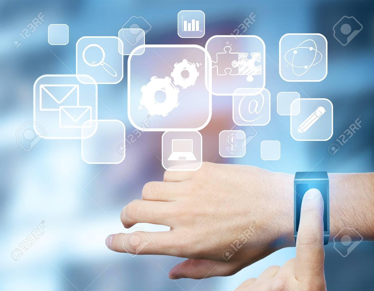 D'une Montre AbstraitsConcept 3d Mains Rendu Intelligente Hologramme De Médias D'homme Avec À L'aide D'innovation fg7b6Yy