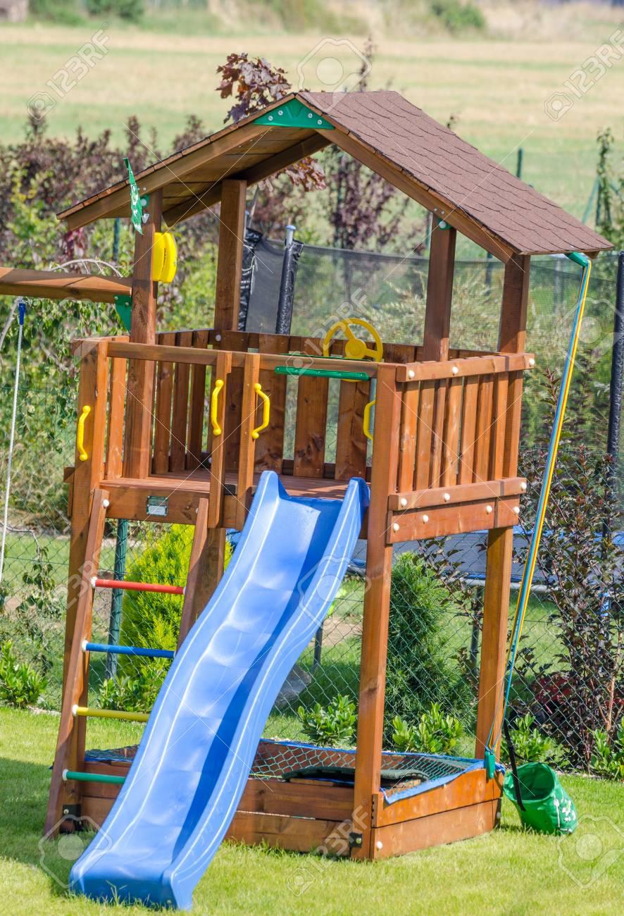 Gut bekannt Rutsche Für Kinder Auf Garten, Geschnittene Gras, Schönen Tag DI08