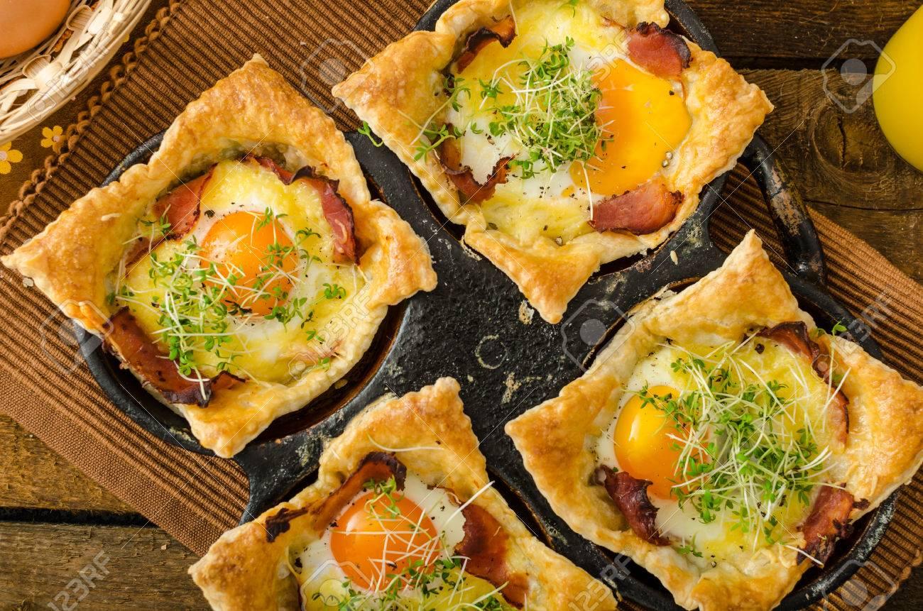 Spiegeleier In Blätterteig In Schinken Mit Käse überbacken Und Mit