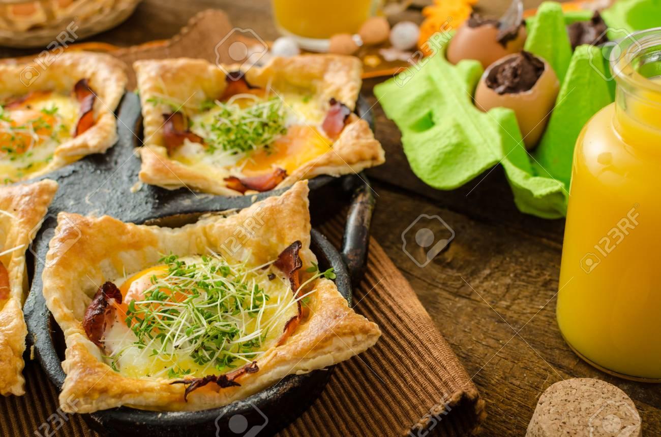 Spiegeleier In Blätterteig In Schinken Mit Käse überbacken Und