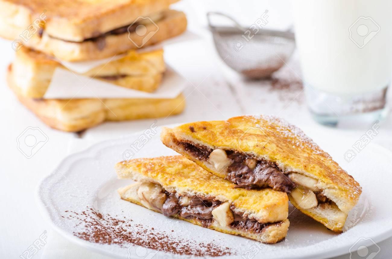 Pain Perdu Farci Au Chocolat Et A La Banane Lait Frais Banque D
