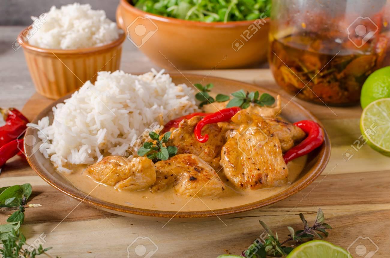 Delicieux Poulet Au Curry Avec Du Riz Blanc Simple Mais Plein De