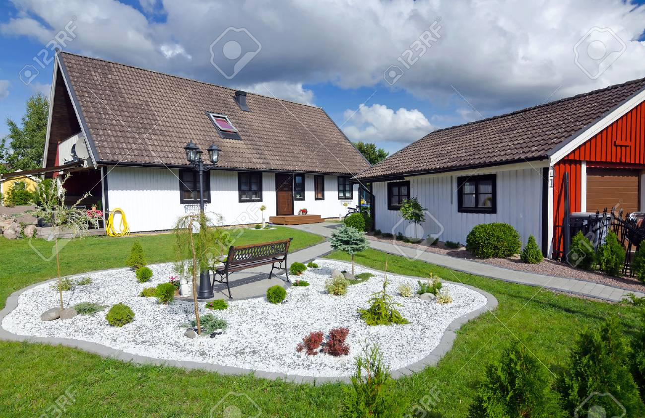 Maison suédoise avec jardin moderne