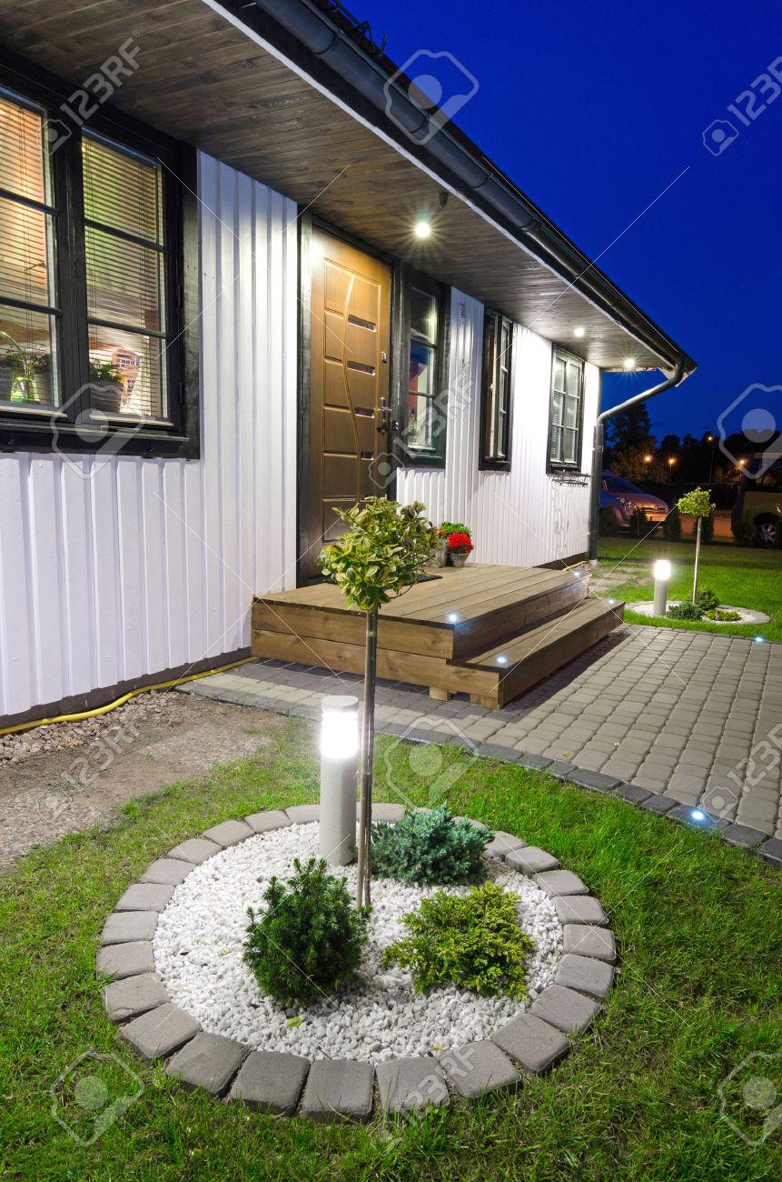 Moderne Entrée Du Jardin De La Villa Maison Banque D\'Images Et ...