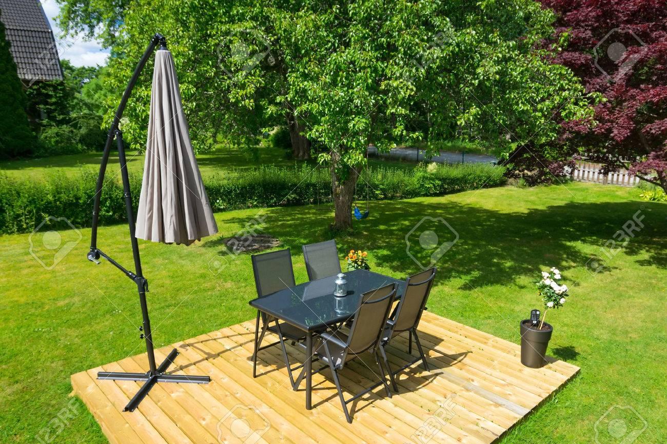 Schwedisch Gartenmöbel In Der Sommersaison Lizenzfreie Fotos Bilder