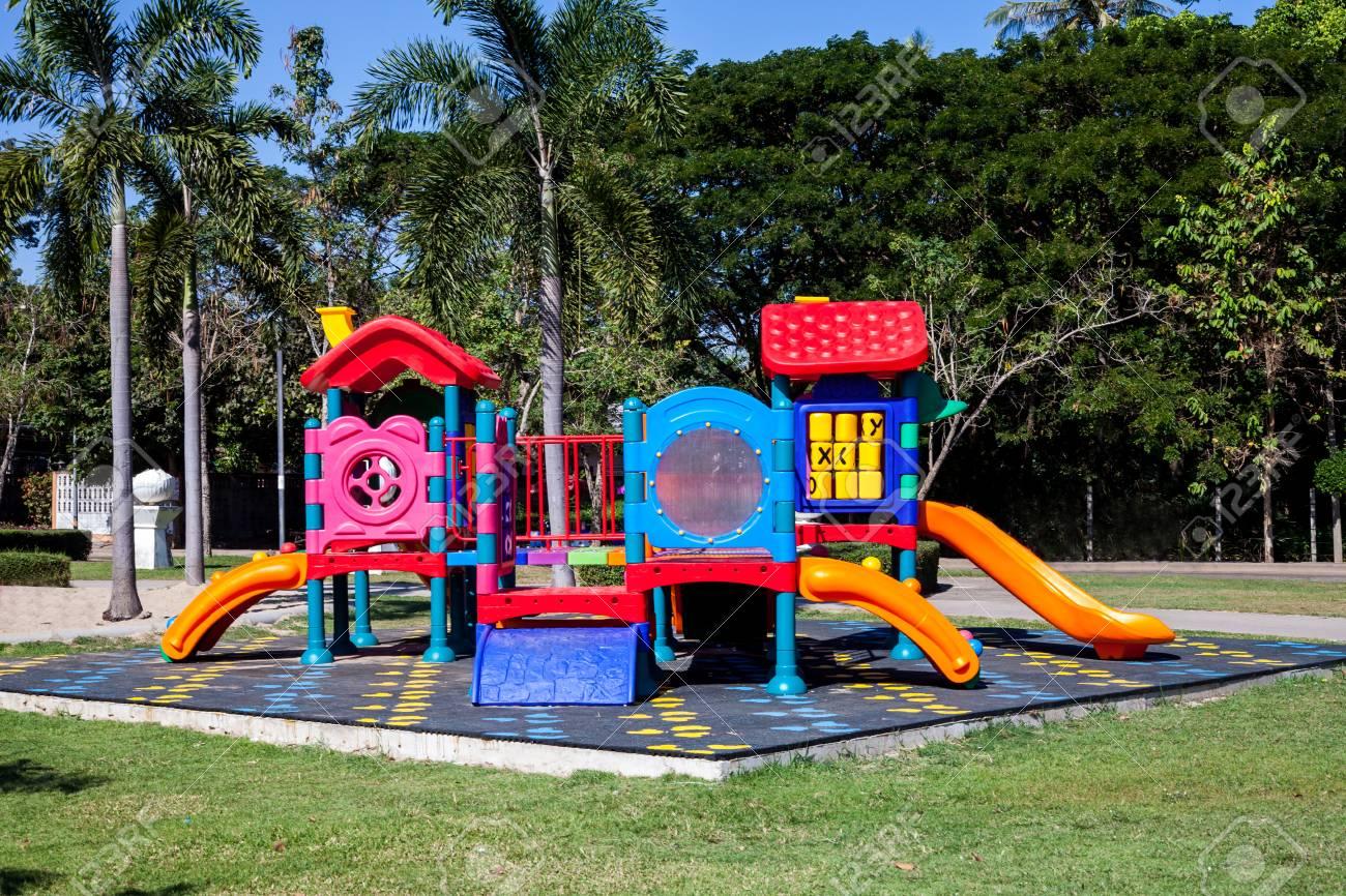 Colorido Al Aire Libre Parque De Juegos Para Ninos Fotos Retratos