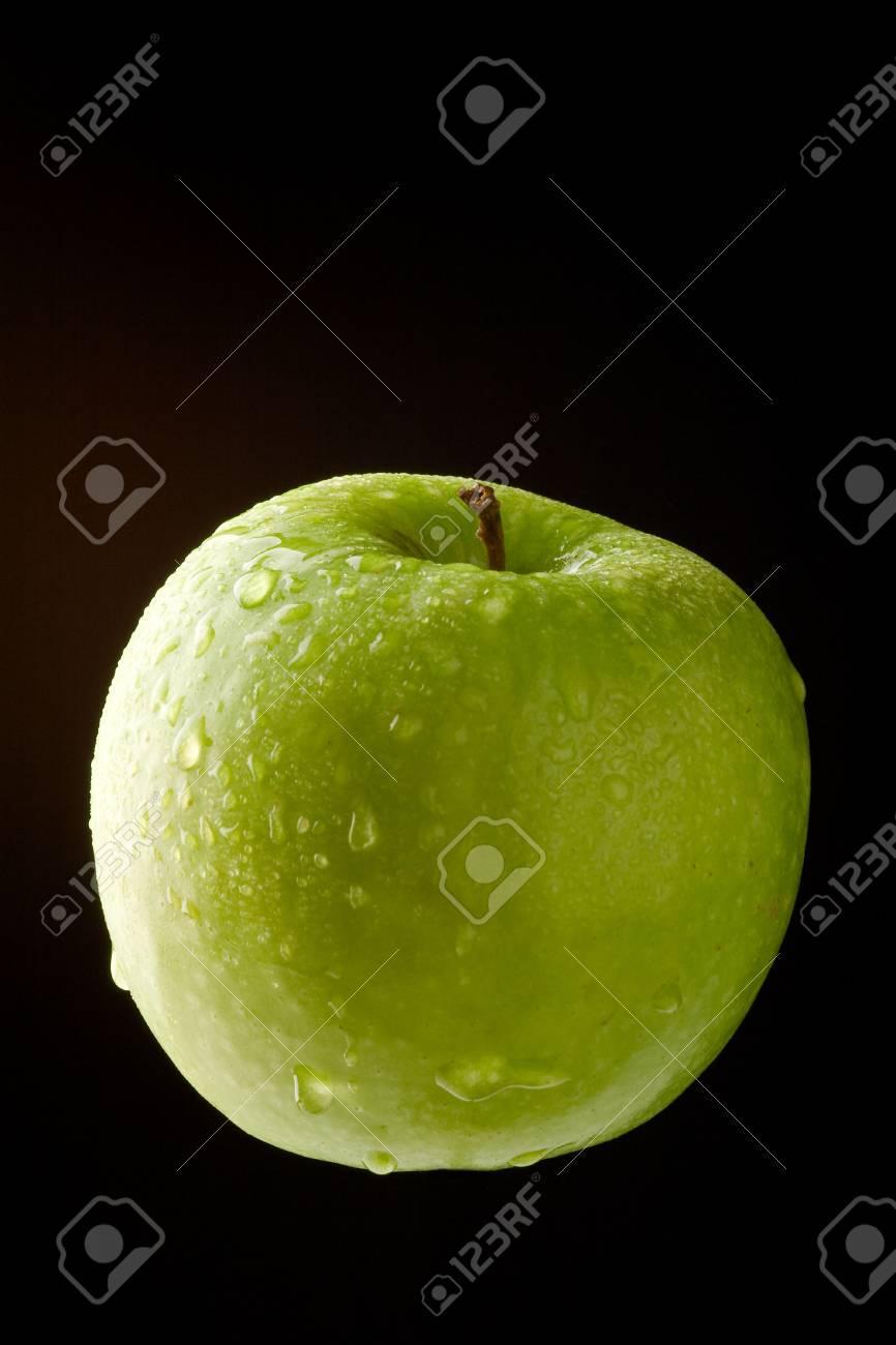 Immagini Stock Apple Con Waterdrops Verde Su Sfondo Nero Image