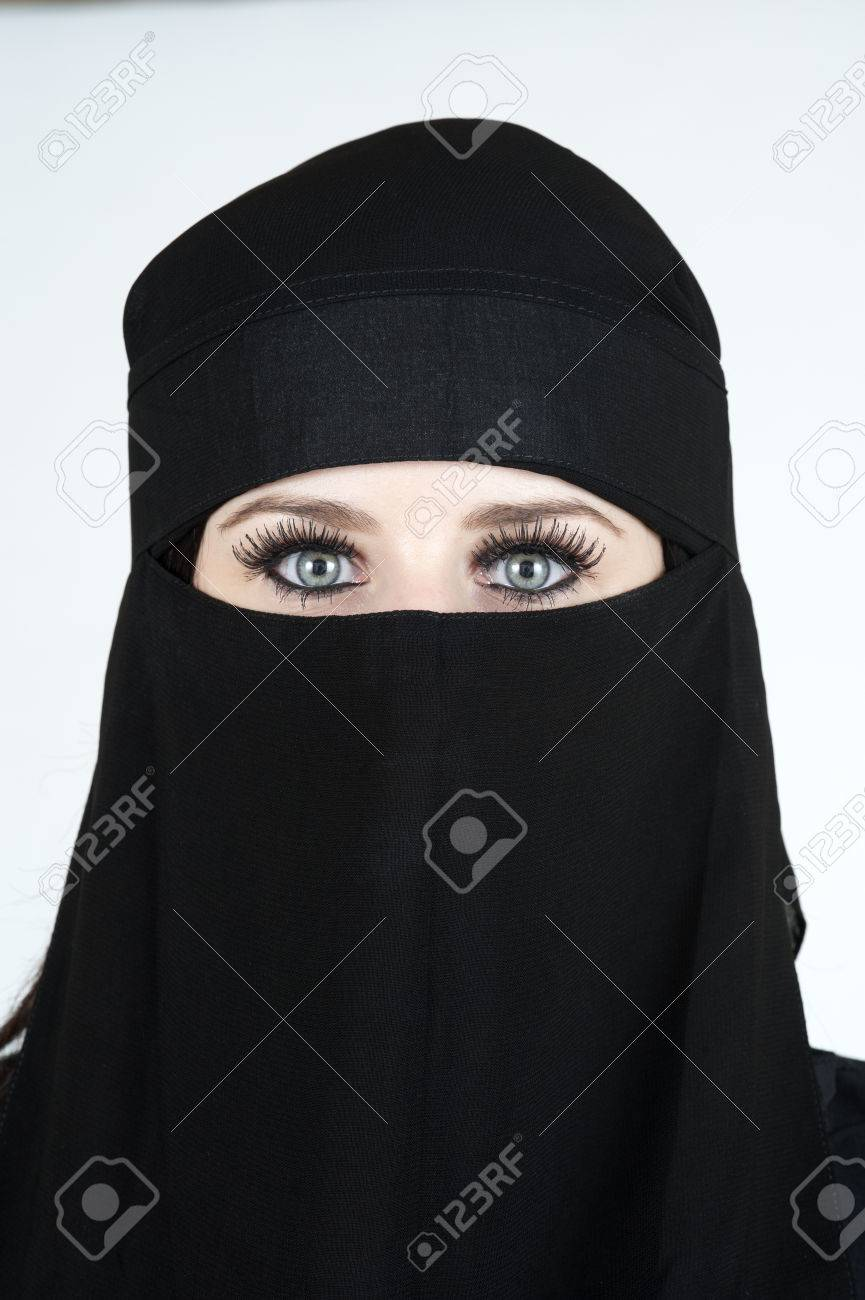Young woman wearing a Niqub Stock Photo - 23024202