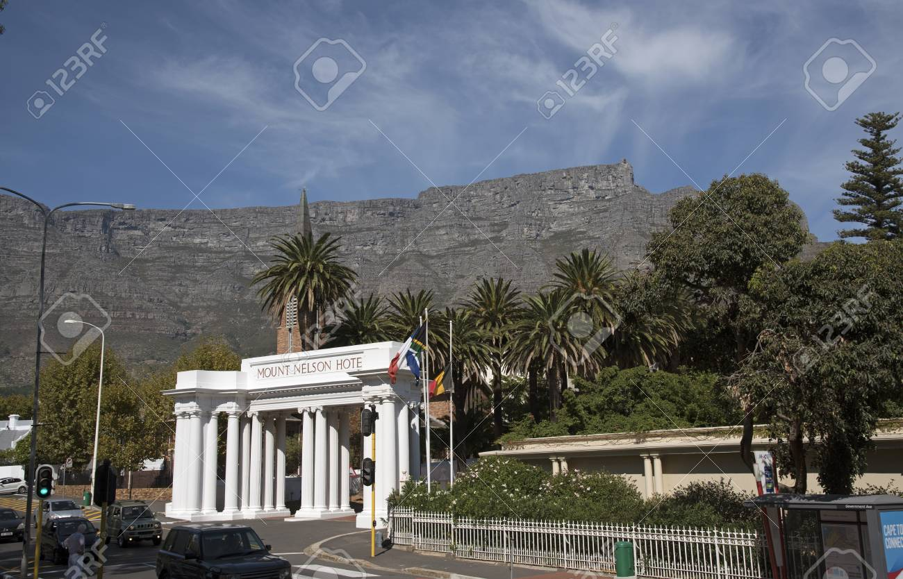 TABLE MOUNTAIN AND MOUNT NELSON HOTEL CAPE TOWN SOUTH AFRICA Stock - Table mountain hotel cape town
