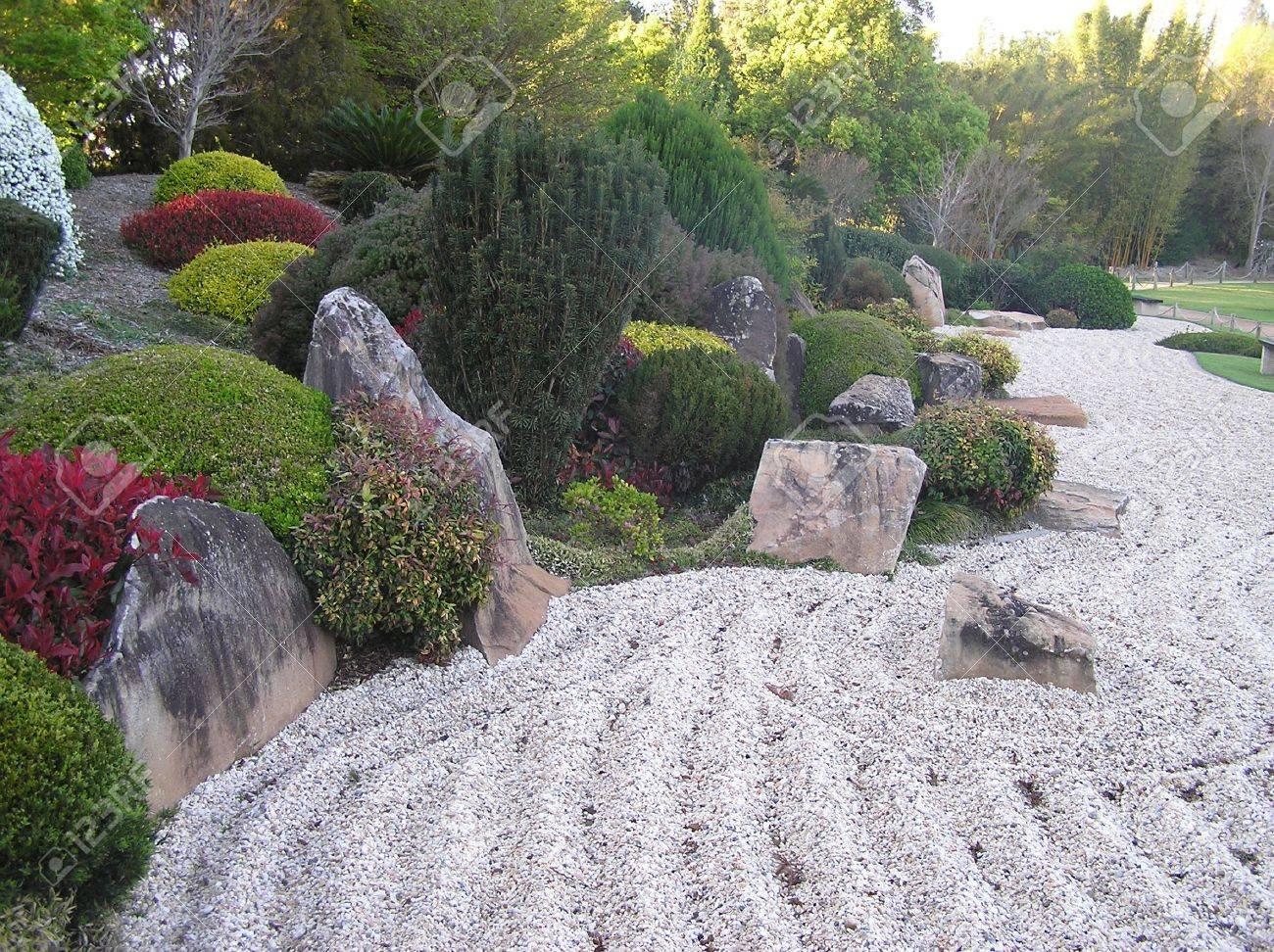 Raked sand in Japanese Garden, Toowoomba, Queensland, Australia Stock Photo - 15118330