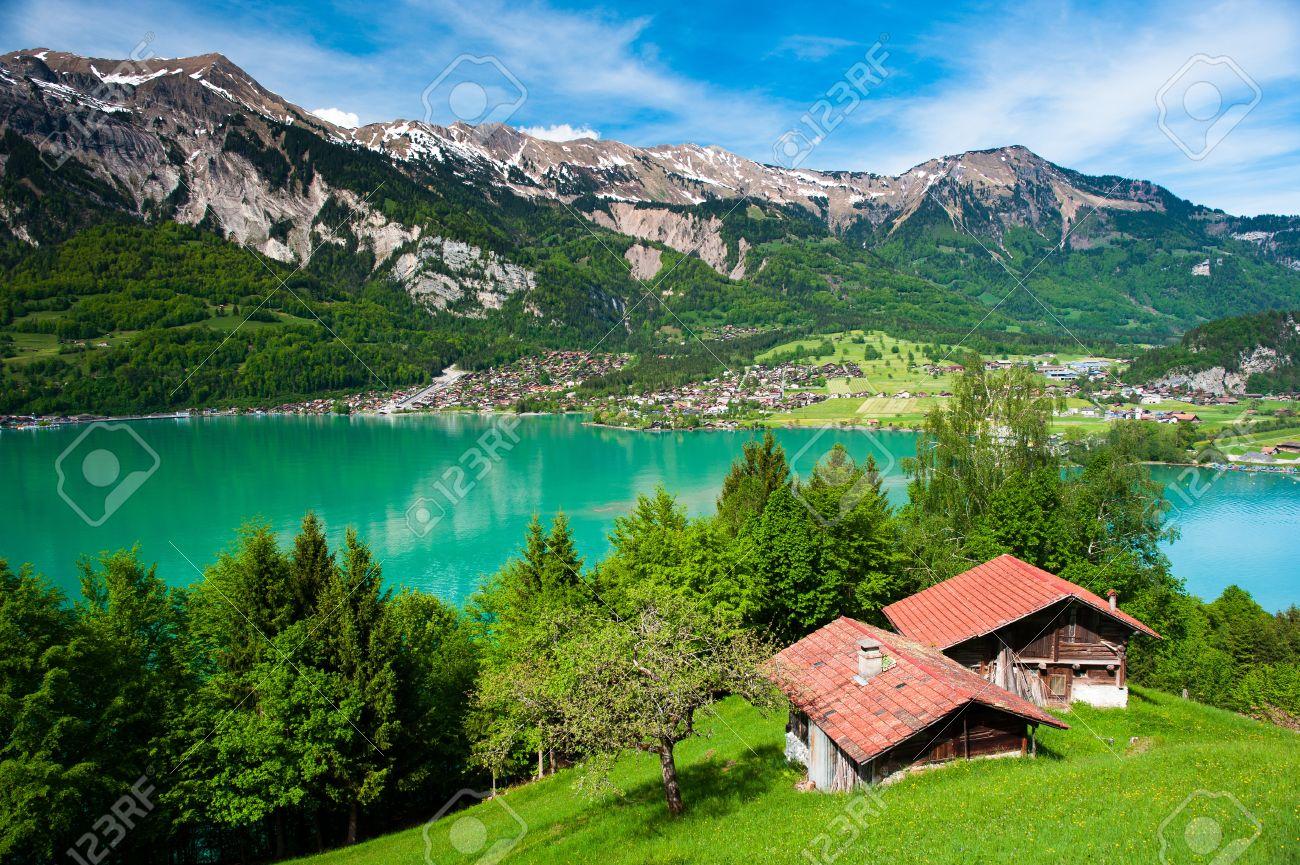 背景には、スイスでブリエンツ町...