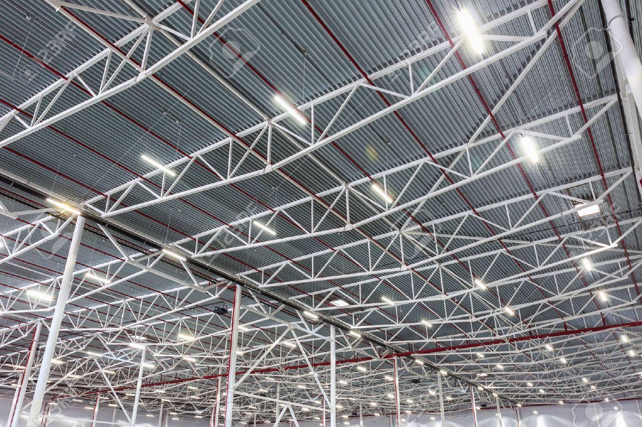 Lampes Avec Eclairage A Diode Dans Un Entrepot Moderne Banque D