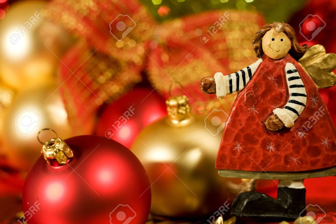 Weihnachten-Szene Mit Weihnachten Engel Mit Kugeln Lizenzfreie Fotos ...