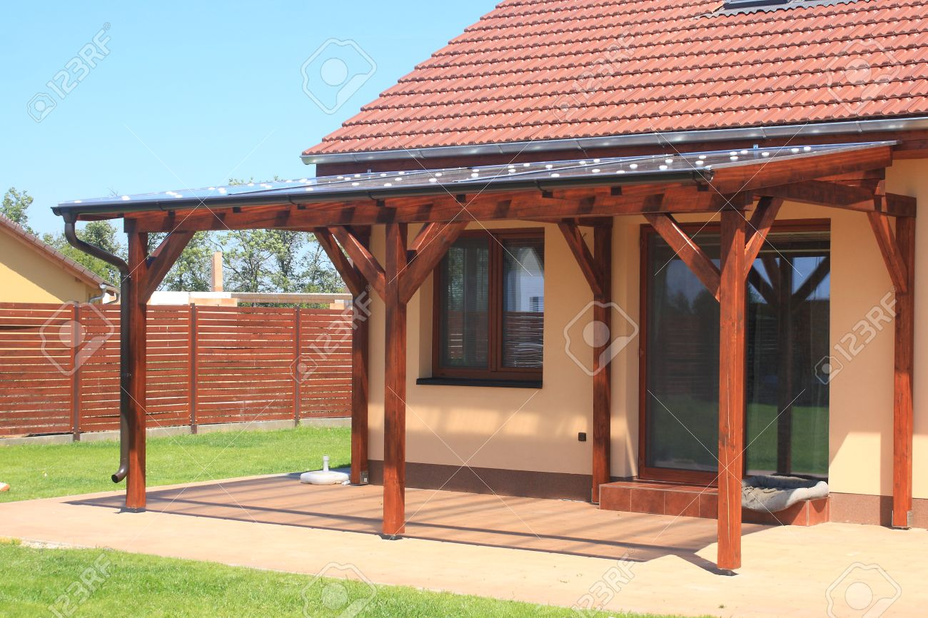 Coperture Gazebo In Policarbonato wooden pergola with a covering of transparent polycarbonate
