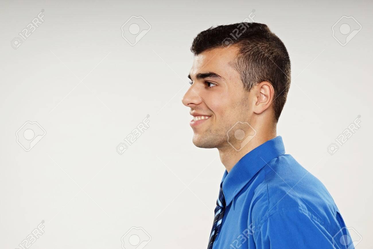 Profil En Souriant À Jeune Bleue Chemise Gauche Vous Homme Du IWqrIT