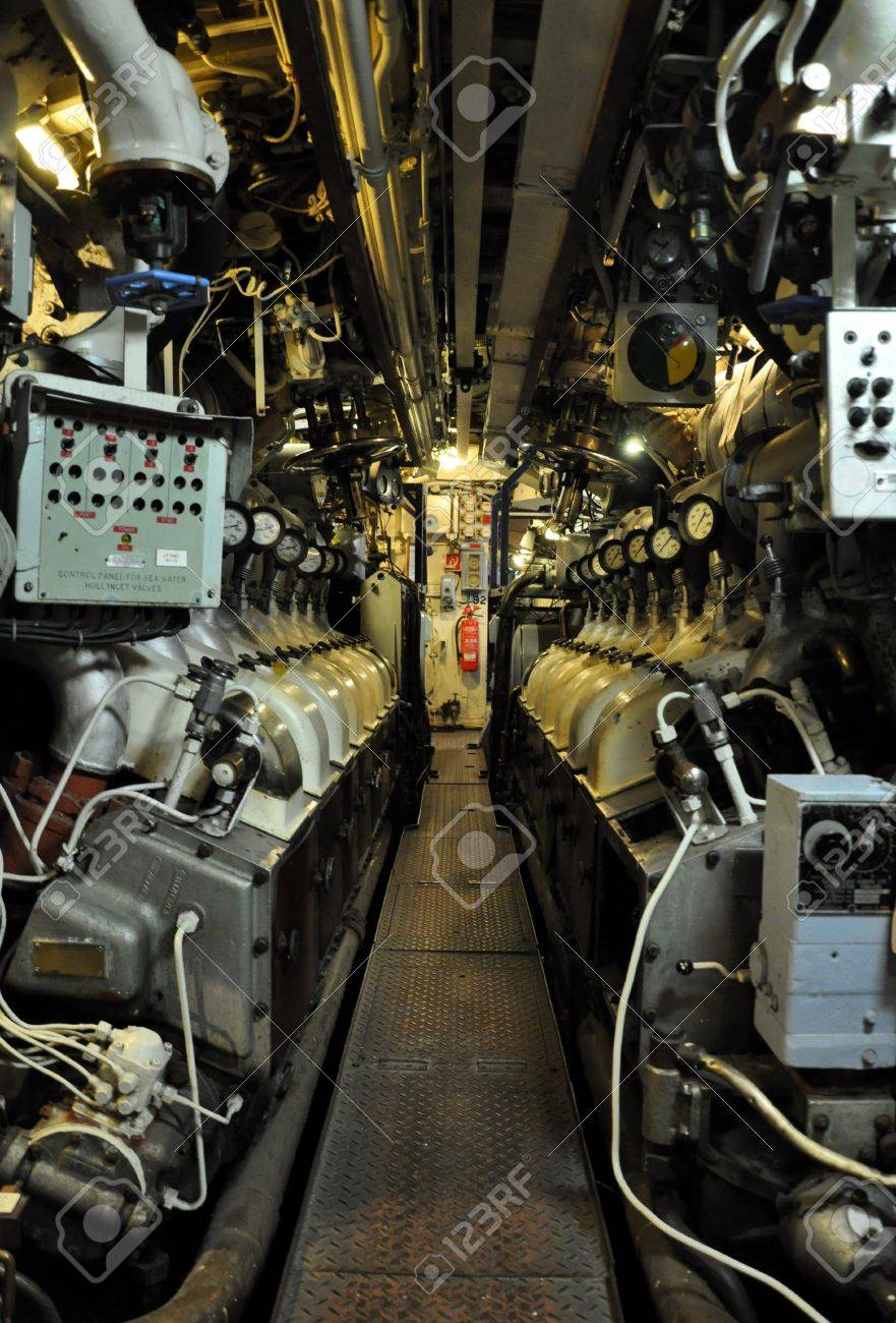 engines in a submarine - 16943100