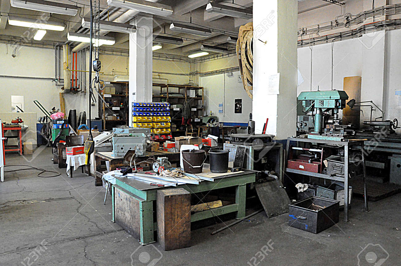 old workshop and machines - 165903881