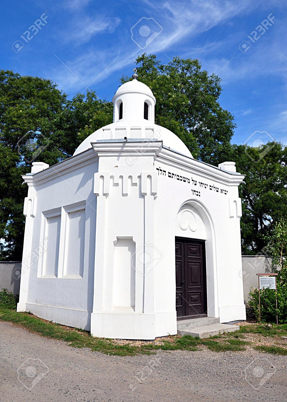 Jewish synagogue - 168116919