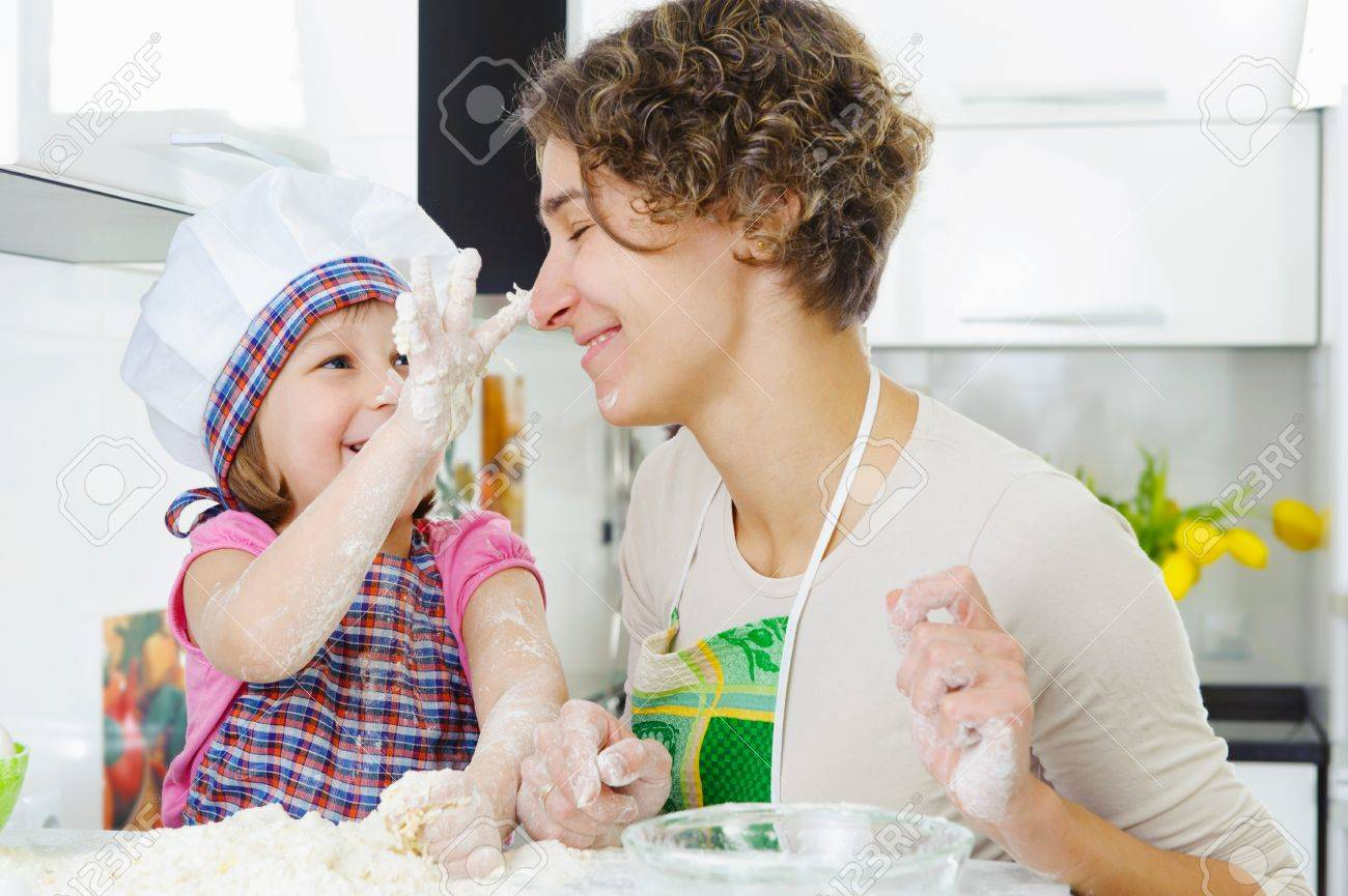 Young mother with little daughter cooking cookies Stock Photo - 17789913