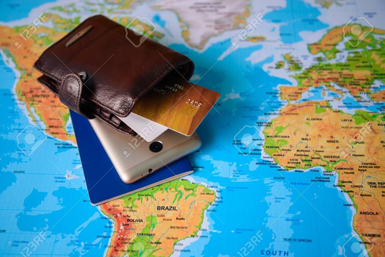 Voiture Jouet Passeport Et Une La Un Carte Ancienne Avec Caméra Sur hCQxsrdt