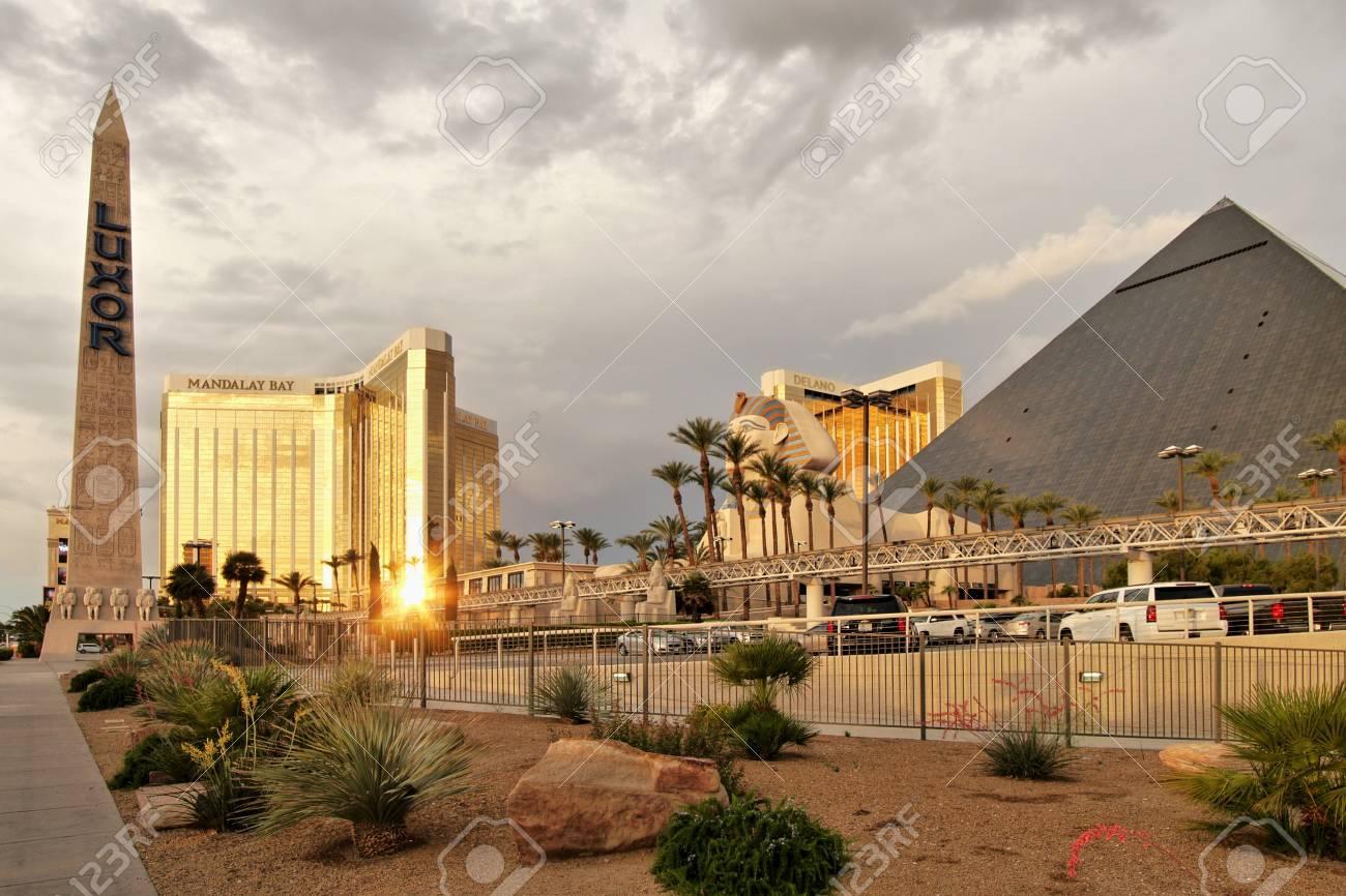 Las Vegas Luxor Golden Light Pyramid Hotel And Sphinx Las