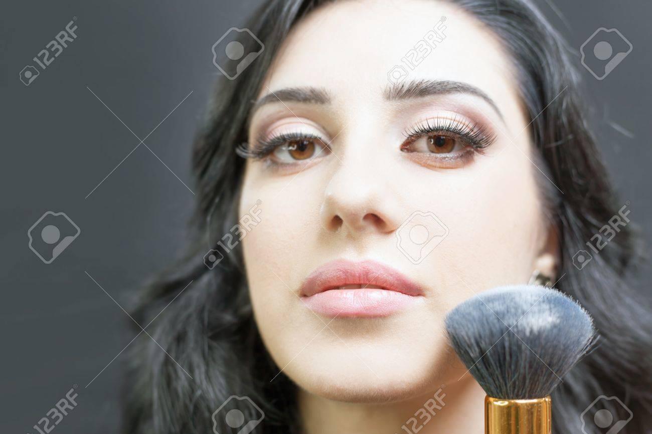 Schone Arabische Frau An Beauty Salon Mit Einem Schonen Make Up