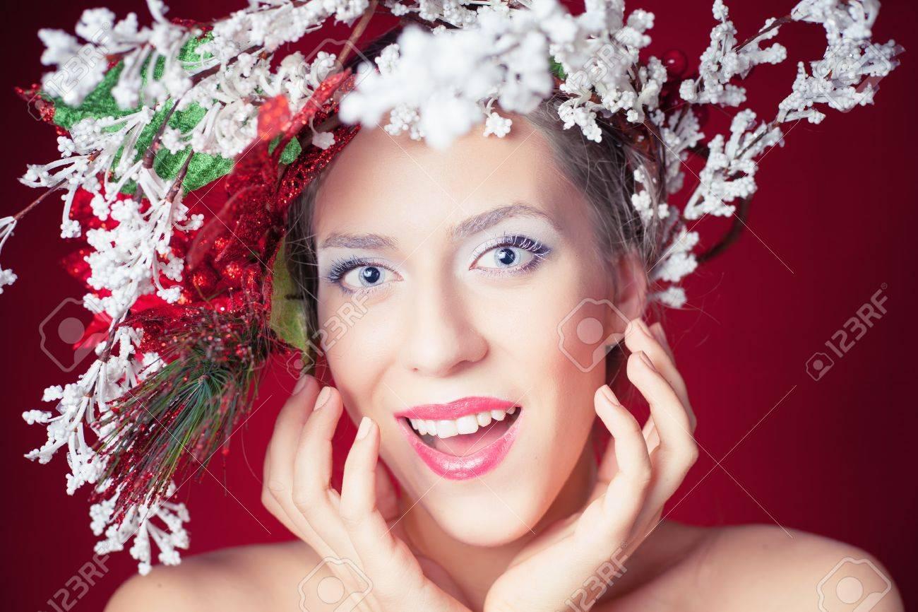 Berrascht Weihnachten Winter Frau Mit Baum Frisur Und Make-up Für ...