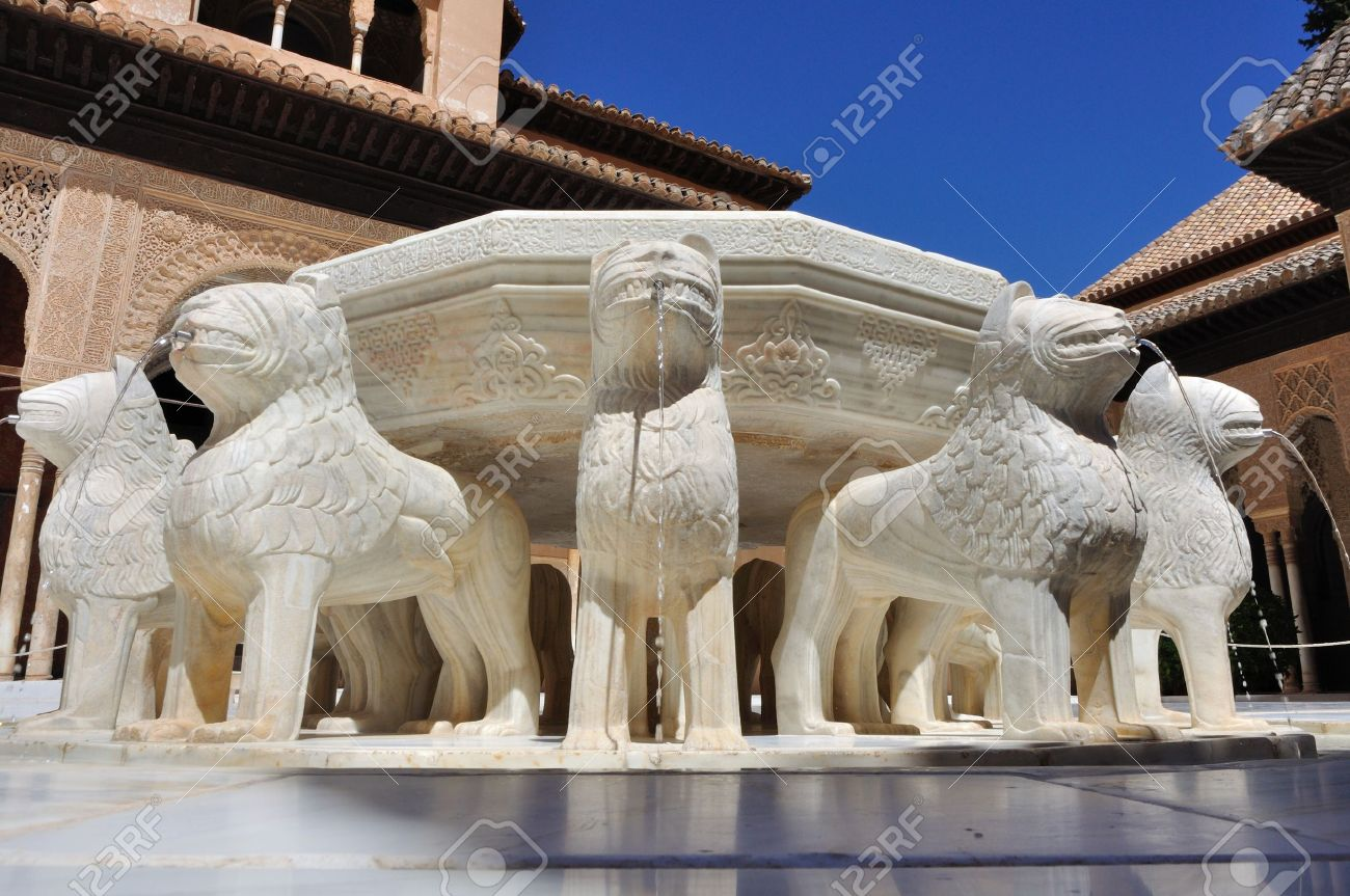 fountain in the Courtyard of the Lions Stock Photo - 15466495